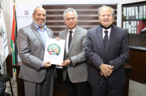 حماس تسجل قائمتها لانتخابات المجلس التشريعي في مقر لجنة الانتخابات المركزية بمدينة غزة